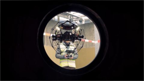 Drohne in Rohr